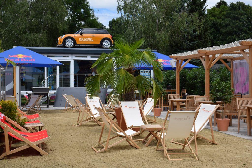 Barracuda_Lounge_Beach
